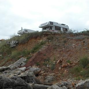 Stellplatz in Comillas auf einem Felsen über dem Atlantik